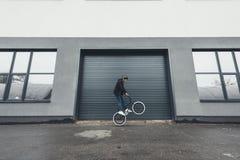 Велосипедист Bmx на улице Стоковое Изображение RF