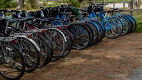 Велосипеды в аренду около Pebble Beach, Калифорния, США стоковые фотографии rf