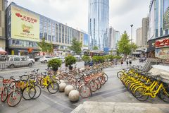 Велосипеды делят публикой, который очень популярны в городе Чэнду Стоковые Фотографии RF