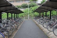велосипеды которое на автостоянке велосипеда Стоковое Изображение RF