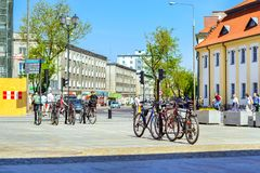 Велосипеды на автостоянке Kosciusko, Bialystok, Польша Стоковая Фотография RF