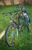 велосипеды припарковали улицу Стоковая Фотография