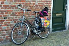 велосипеды припарковали стоковое изображение