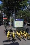 Велосипеды ренты в Париже, Франции стоковое изображение