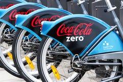 Велосипеды с логотипом кока-колы нул в 08 Сентябрь 2014, Дублин Стоковые Изображения