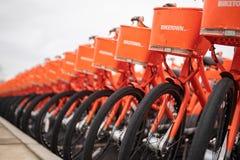 Велосипеды BikeTown припарковали рядом друг с другом стоковые фотографии rf