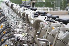 Велосипеды Velib в Париже, Франции Стоковое Изображение RF