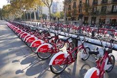Велосипед Барселоны деля станцию вызвал Viu Bicing спонсированный Vodafone стоковые изображения
