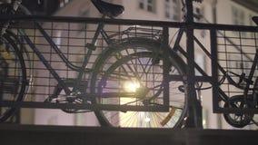 Велосипед вечером сток-видео