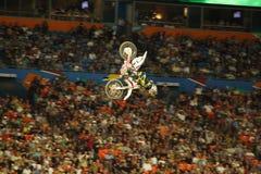 велосипед грязь летая высокий всадник Стоковая Фотография RF
