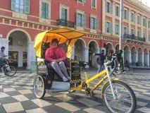Велосипед для найма, славный, Франция стоковое изображение