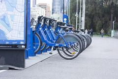 Велосипед доля, прокат велосипедов города стоковая фотография