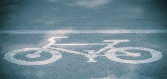 Велосипед майны, дорожный знак велосипеда на дороге Стоковое Изображение RF
