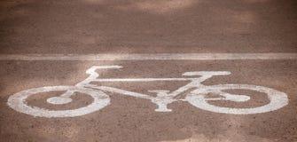 Велосипед майны, дорожный знак велосипеда на дороге Стоковые Фото