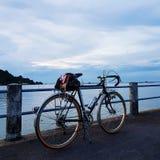 Велосипед на море стоковая фотография rf