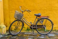 Велосипед на Hoi древний город, Вьетнам стоковые изображения