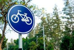 Велосипед подписывает внутри парк Стоковые Изображения
