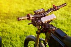 Велосипед рулевого колеса электрический с монитором и подвес развлетвляют стоковые изображения