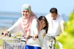 Велосипед семьи напольный Стоковое Изображение