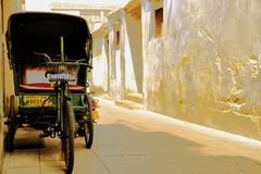 Велосипед старого стиля на мосте Guangji стоковая фотография rf