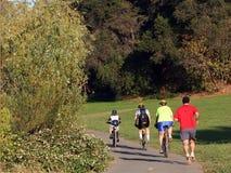 велосипед riding семьи Стоковая Фотография RF