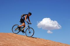 велосипед женщина горы Стоковая Фотография RF