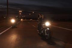 Велосипедисты на дороге Стоковые Изображения RF