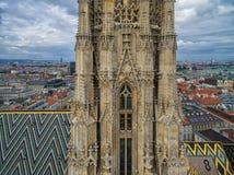 ВЕНА, АВСТРИЯ - 10-ОЕ ОКТЯБРЯ 2016: Башня и крыша собора ` s St Stephen, вены, Австрии Стоковое Фото