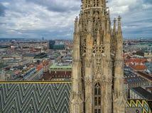 ВЕНА, АВСТРИЯ - 10-ОЕ ОКТЯБРЯ 2016: Башня и крыша собора ` s St Stephen, вены, Австрии Стоковые Изображения