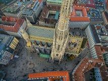 ВЕНА, АВСТРИЯ - 10-ОЕ ОКТЯБРЯ 2016: Крыша собора ` s St Stephen, вены, Австрии Стоковая Фотография