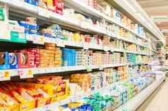 ВЕНА, АВСТРИЯ - 20-ОЕ ОКТЯБРЯ 2015: Супермаркет Merkur в Vienn Стоковые Изображения RF