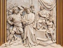 Вена - Иисус от сброса Pilate как одна часть перекрестного цикла пути в церков Sacre Coeur Стоковые Фото