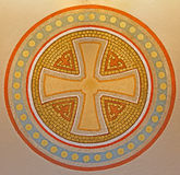 Вена - крест в круге. Деталь от фрески на стене в церков Carmelites в Dobling. Стоковые Фото