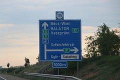 Венгерская индикация знака к Wien на M1 Стоковые Фото