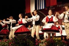 Венгерские фольклорные танцоры на празднестве Стоковые Изображения