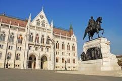 Венгерский парламент окружен парком осени Стоковые Изображения