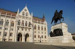 Венгерский парламент окружен парком осени Стоковое Изображение RF