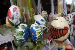 Венгерским покрашенные народным искусством пасхальные яйца стоковые изображения rf