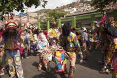 Венесуэльские дьяволы танцев Naiguata в костюмах представляя культурное наследие Intangible ЮНЕСКО рыб стоковое фото