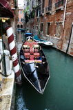 Венецианская богато украшенная гондола Стоковая Фотография
