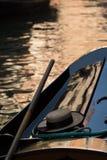 Венецианская гондола в покое в заходе солнца Венеции Стоковое Изображение