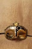 Венецианская золотая маска масленицы Стоковые Изображения