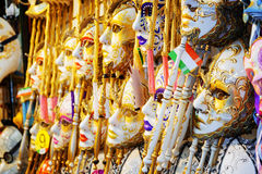 Венецианские маски в магазине на мосте Rialto, Венеции, Италии Стоковое Фото