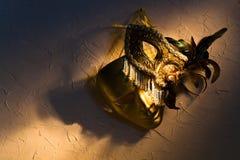 Венецианские маски на старой стене Стоковые Изображения