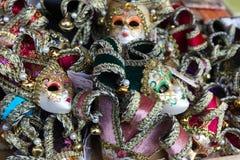 Венецианские маски проданные в рынке Стоковая Фотография RF