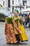 Венецианские танцы пар Стоковые Изображения