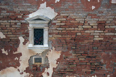Венецианское окно в кирпичной стене Стоковая Фотография RF