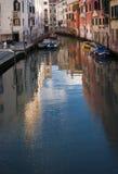 Венеция, венецианский ориентир ориентир, зеркало воды каналов Италия Стоковое фото RF