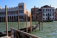 Венеция, взгляд зданий смотря на грандиозный канал стоковые фотографии rf