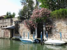 20 06 2017, Венеция, Италия: Взгляд исторических зданий и каналов Стоковые Фото